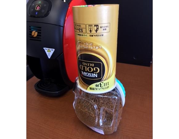 ゴールドブレンドバリスタのコーヒーパウダーを入れる