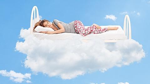 きちんと睡眠をとる女性